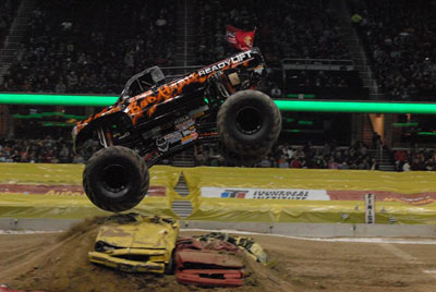 Auto Loan Racing on Advanced Auto Parts Monster Jam At Quicken Loans Arena