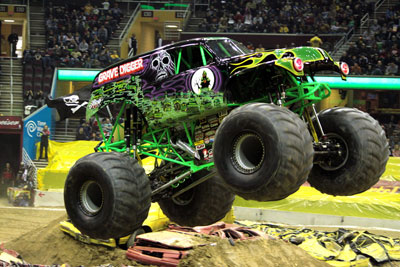 Auto Loan Racing on Racing Salem2c On Advanced Auto Parts Monster Jam At Quicken Loans