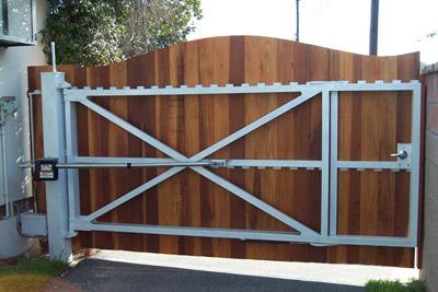 CUSTOM DRIVEWAY | CUSTOM GATES AND FENCES | AMAZING GATES